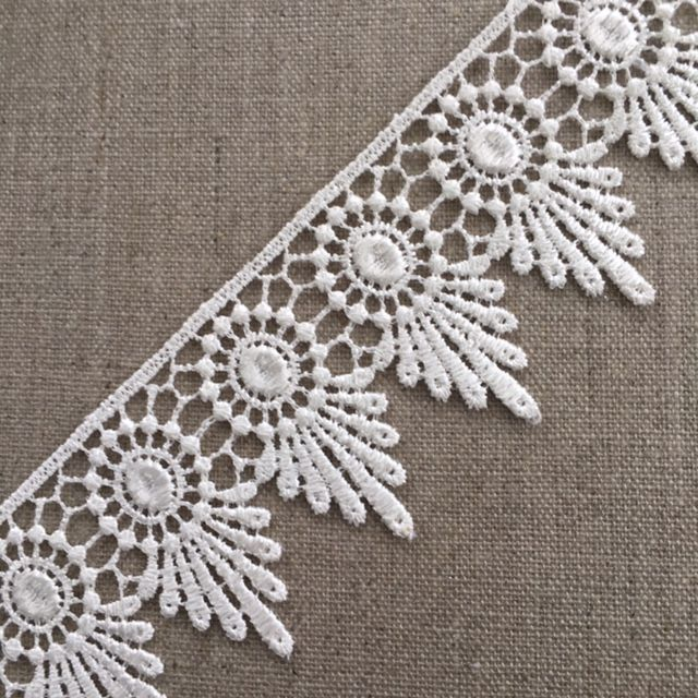 50mm Ivory Circle and Fan Guipure Lace